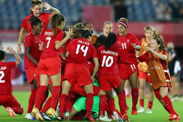 Soccer féminin Le Canada affrontera les États-Unis en demi-finale)