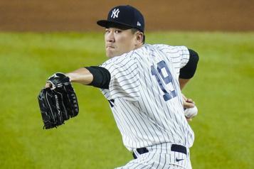 Le lanceur Masahiro Tanaka retourne au Japon)