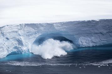 La vague de chaleur et les feux de forêt nuisent aux glaciers)