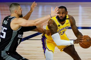 NBA Les Raptors s'entendent avec le centre Alex Len)