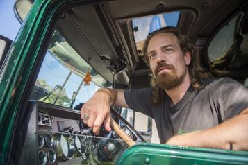 Maxime Le Flaguais en camionneur dans le film Rodéo )