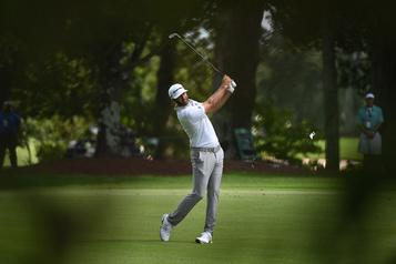Championnat du circuit de la PGA: Dustin Johnson demeure en tête )
