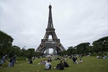 Tour Eiffel Des tests antigéniques pour les visiteurs sans laissez-passer sanitaire)
