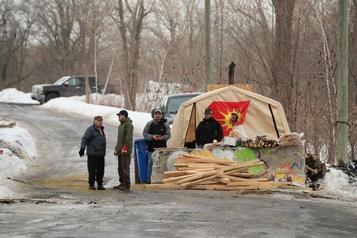 Kahnawake: la cour ordonne le démantèlement de la barricade