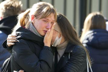 Tuerie dans une université russe Choc et deuil à Perm)