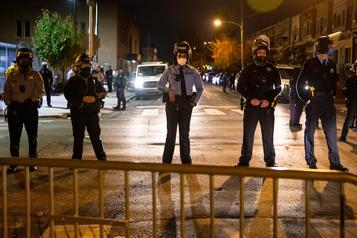 Le maire de Philadelphie lève le couvre-feu mais appelle à «rester chez soi»)