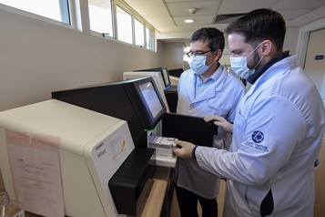 Au Brésil, des tests génétiques pour un dépistage de masse du coronavirus)