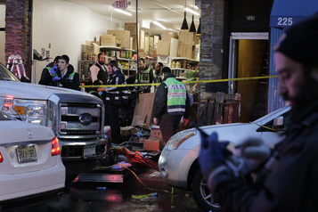Fusillade près de New York: une épicerie casher délibérément visée, selon le maire