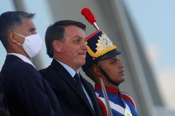 COVID-19: le Brésil menace de sortir de l'OMS, la crise se calme ailleurs)