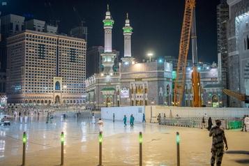 Arabie saoudite Un homme fonce en voiture sur la grande mosquée de LaMecque)