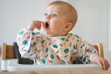 La télé en mangeant, mauvaise idée pour le langage des tout-petits)