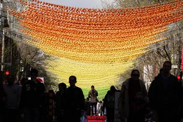 Les boules multicolores du Village ne seront pas remplacées