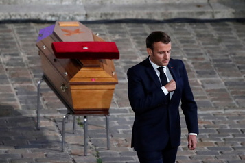 Hommage national à Samuel Paty  Macron rend hommage au «combat pour la liberté»)