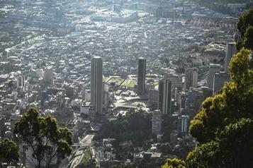 La Colombie interdit les vols de l'étranger dès lundi)