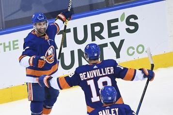 Eberle marque deux buts dans la victoire de 4-2 des Islanders face aux Panthers)