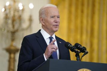 Vaccins contre la COVID-19 La moitié des dirigeants du monde demandent de l'aide, affirme Biden)
