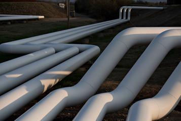 Le pétrole dégringole, miné par les stocks américains et les craintes économiques