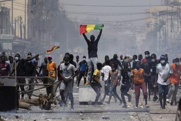 Sénégal Émeutes à Dakar, où le principal opposant reste détenu)