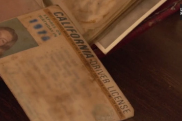 Une Américaine retrouve son portefeuille perdu en 1975)