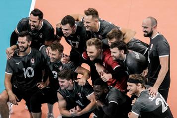 Volleyball Victoire sans équivoque du Canada contre le Venezuela)