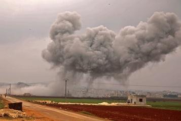 Escalade militaire en Syrie : deux soldats turcs tués, bombardements turcs, russes et syriens