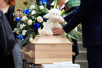 Mort de la fillette de Granby: la mère veut déposer une poursuite civile