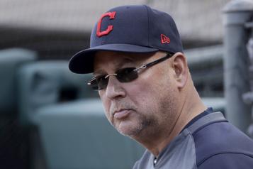 Le gérant Terry Francona de retour avec les Indians)