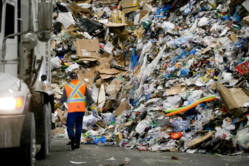 Recyclage:Québec passe la balle au privé