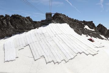 La Presse en Suisse: la course pour sauver les glaciers)