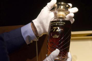 Une bouteille de whisky rare aux enchères)