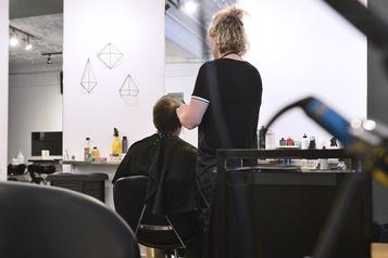 Les salons de coiffure rouvriront le 15juin à Montréal)