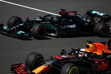 GP du Portugal Hamilton devance Verstappen lors des essais libres)