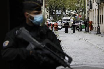 Attaque au hachoir à Paris Six personnes arrêtées, une vidéo à l'étude)