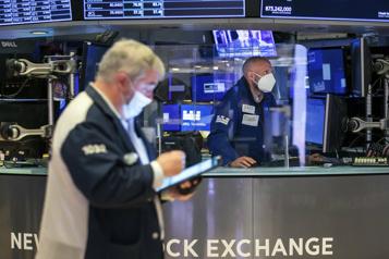 À WallStreet, le NASDAQ chute de près de 2%)