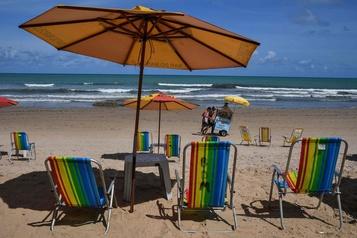 Brésil: une marée noire menace la saison touristique