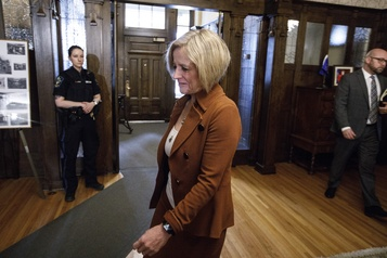 Alberta: Rachel Notley est expulsée de l'Assemblée