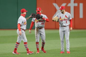 Les Cardinals balaient un programme double)