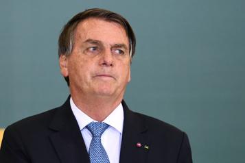 Brésil Bolsonaro dit qu'il se cache pour pleurer dans les toilettes