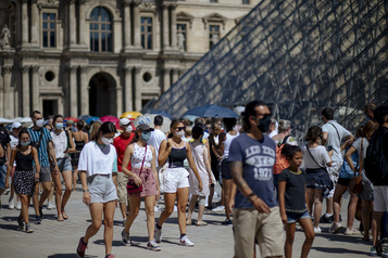 Le taux de chômage baisse en France)