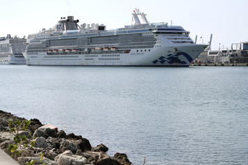 COVID-19: le paquebot Coral Princess a accosté à Miami