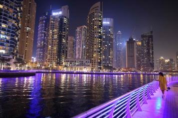 «Débauche en public»  Dubai va expulser des femmes ayant posé nues sur internet)