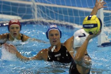 Water-polo Cora Campbell est un modèle pour les Canadiennes)