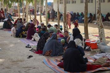 «Les balles frappaient la maison» Les habitants des faubourgs de Kandahar fuient les talibans)