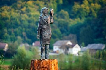 La statue de Melania Trump renaît de ses cendres en Slovénie)