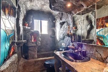 Trois chambres… et une grotte)