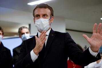 COVID-19 Macron doit annoncer des assouplissements mardi )