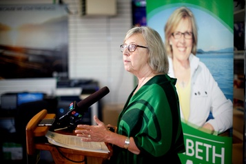 Elizabeth May pose ses conditions à Justin Trudeau)