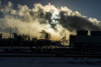 Tarification du carbone Ottawa accepte deux solutions provinciales)