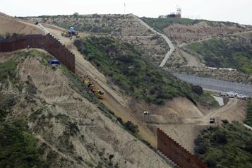 Frontière américano-mexicaine Le gouverneur du Texas veut reprendre la construction d'un mur)