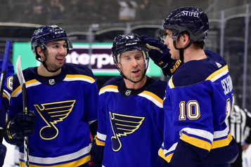 Les Blues l'emportent 5-4 face aux Sharks)